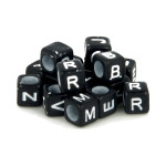 Perles alphabet noir et blanc 6 mm x 300 pcs